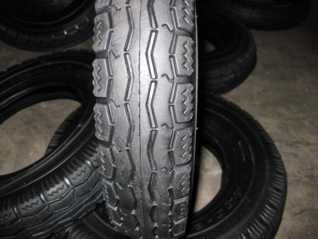 TR3001 wheelbarrow tyre and tube